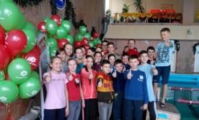 Банк «Надра» стал партнером социального проекта Дениса Силантьева «Школа детского плавания»