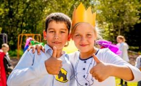 В Мгинской школе-интернате волонтеры «Газпром нефти» организовали работу Школы супергероев на новой спортивной площадке