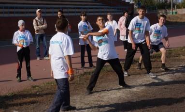 Волонтеры «Газпром нефти» научили воспитанников детских домов Южного Урала русским забавам
