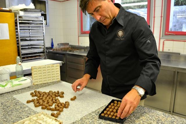 Небольшой шоколадный магазинчик Philippe Pascoët