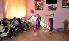 Команда волонтеров «Газпром нефти» провела в Омской областной детской клинической больнице детский праздник