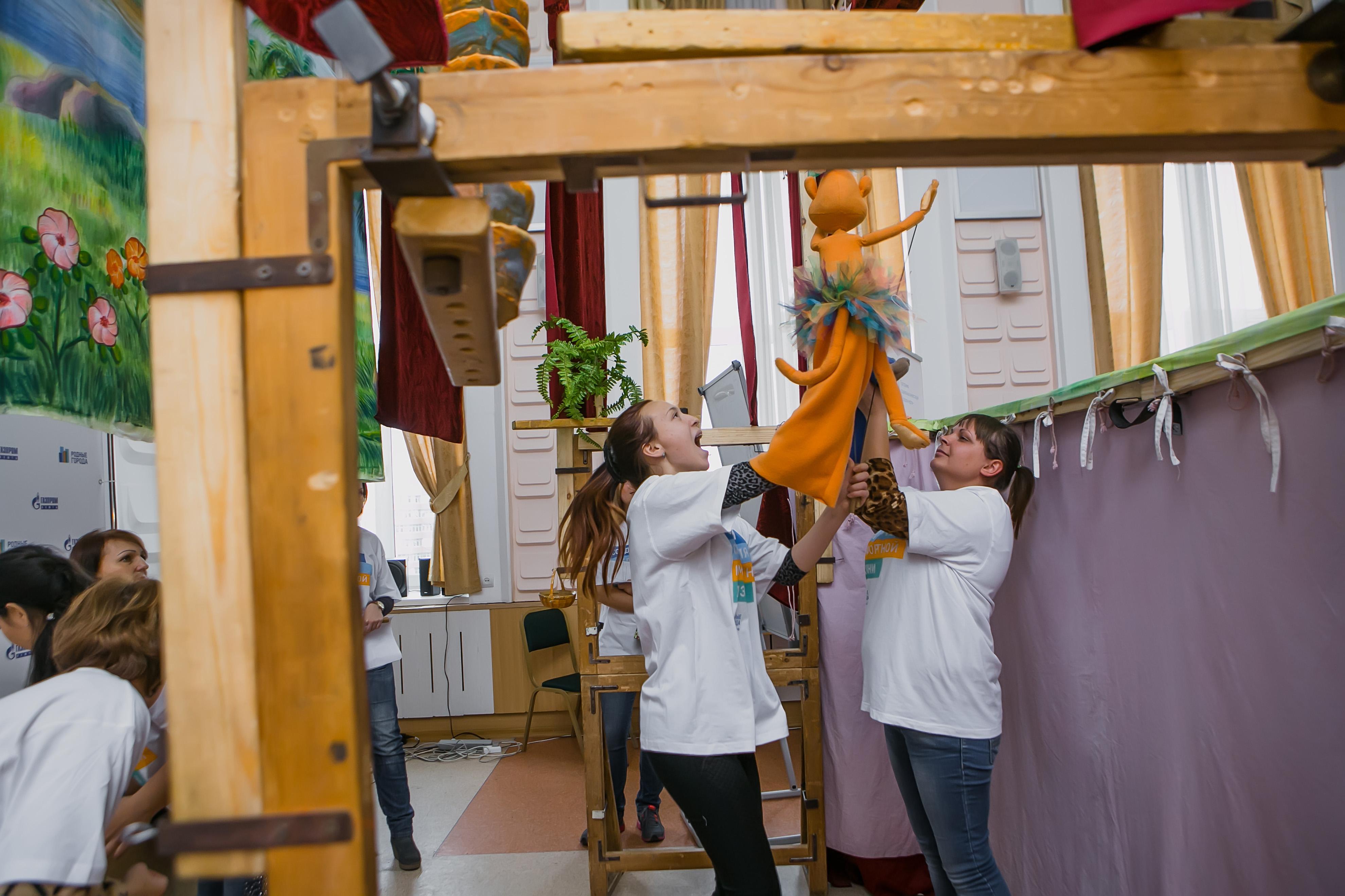 Омские волонтеры предприятий «Газпром нефти» стали артистами «Доброго театра»