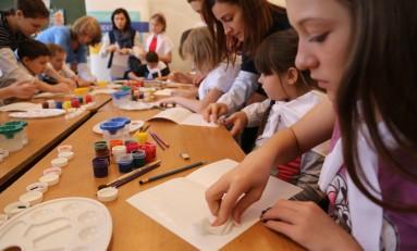 Волонтеры «Газпром нефти» провели творческий мастер-класс для пациентов детской туберкулезной больницы