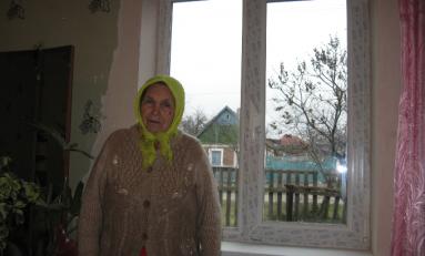 Авдеевский коксохим Группы Метинвест заменил поврежденные обстрелами окна в квартирах малообеспеченных горожан