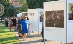 В центре Минска открыта выставка под открытым небом «Художник и город»