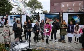 В Саду «Эрмитаж» открылась пятая выставка фотоисторий «ОБЪЕКТИВная благотворительность»
