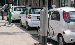 """Китай обогнал США и Европу по продажам """"чистых автомобилей"""""""