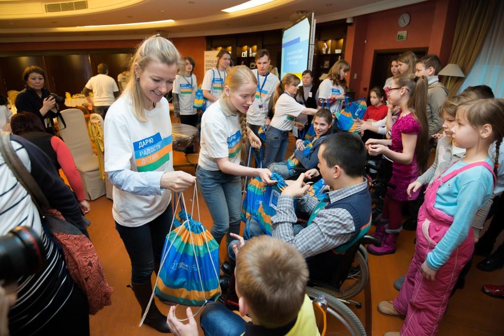 Вышел в свет сборник кейсов волонтерских проектов «Газпром нефти» «Личный вклад волонтеров: от идеи до воплощения»