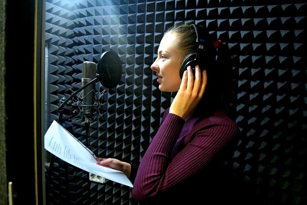 Известные белорусы исполнили стихотворения классиков для радиопроекта «Чытаем па-беларуску з velcom»
