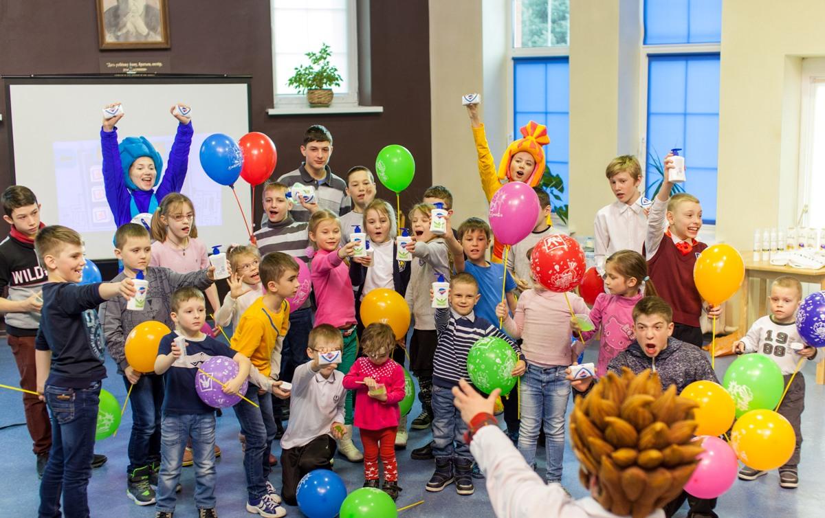 Бренды Pantene и Safeguard провели мастер-класс и увлекательное шоу для воспитанников Детской деревни - SOS Лаврово