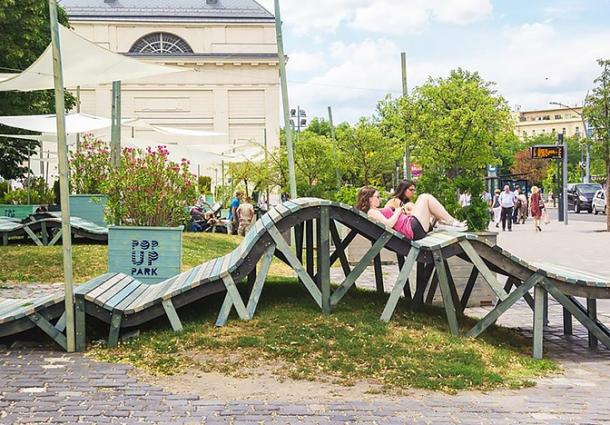 Тротуар из солнечных панелей появился в Казахстане