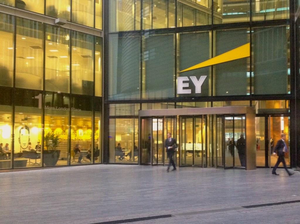 Компания EY представляет отчет в области устойчивого развития за 2015–2016 годы «Совершенствуя бизнес, улучшаем мир»