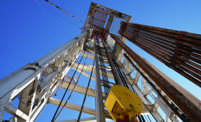 Франция остановит производство газа и нефти к 2040 году