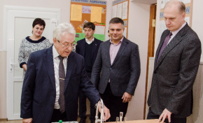 Метинвест подарил мариупольской школе современный класс химии