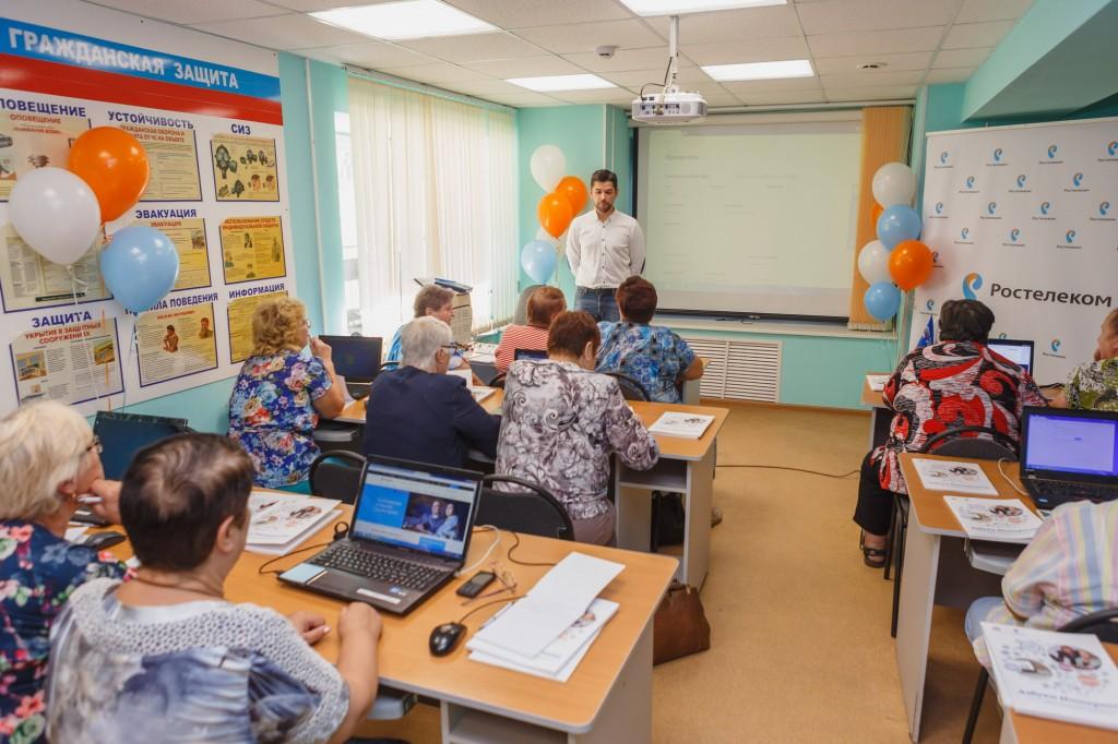С «Ростелекомом» нижегородские пенсионеры научились оплачивать счета и делать покупки в интернете