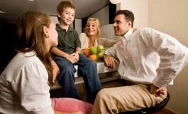 Объединяя родителей и детей: в 5 городах России проходит цикл семинаров «Семейный разговор»