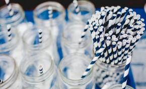 Британские школы призвали избавиться от пластиковой посуды