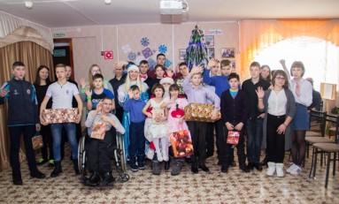 «Ростелеком» поздравил с Новым годом детей из Бакчара