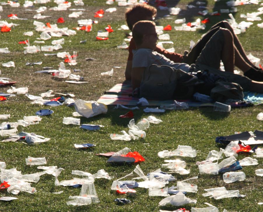В Европе запретили одноразовую пластиковую посуду