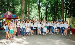 День корпоративной социальной ответственности L'Oréal отмечает десятую годовщину и более миллиона часов волонтерской работы