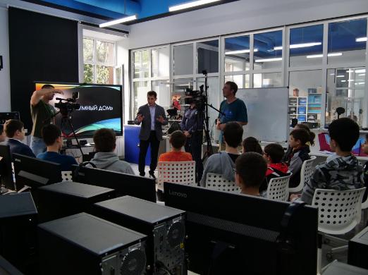 «Ростелеком» в Северной Осетии презентовал учащимся технопарка «Кванториум-15» стенд «Умный дом»