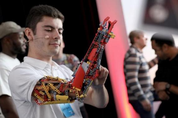 Марк Ронсон и компания LEGO Group вдохновляют детей