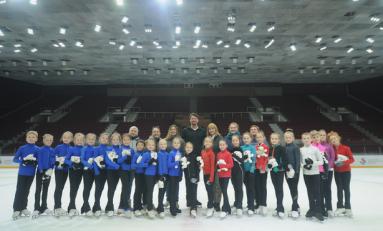«Звездная дорожка» в Челябинске: известный российский чемпион по фигурному катанию провел мастер-класс для детей и тренеров