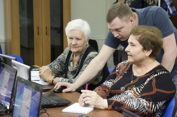 Томские пенсионеры прошли обучение по курсу «Азбука интернета»