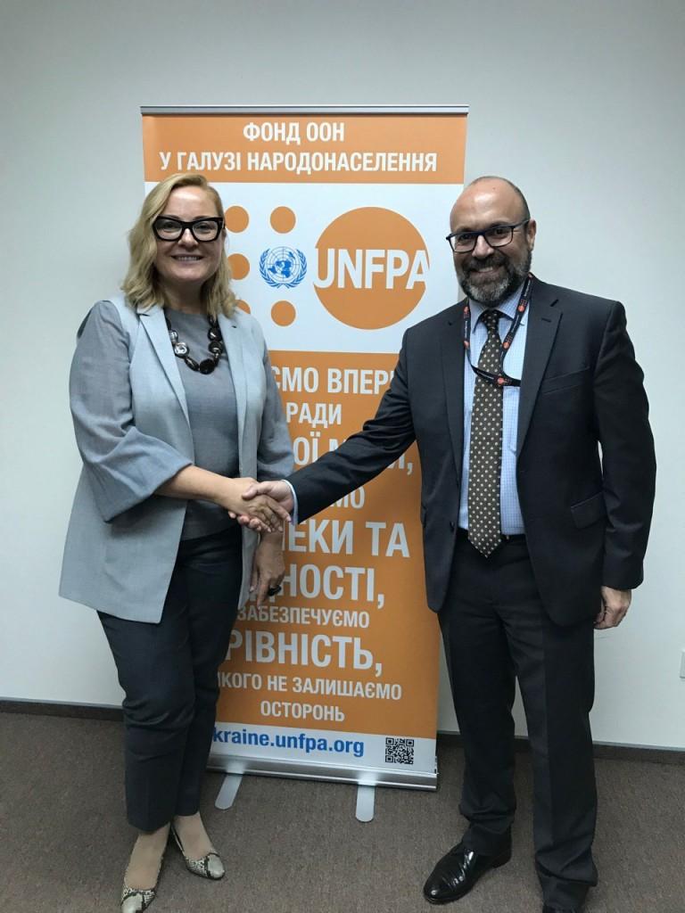 AVON и UNFPA, Фонд ООН в области народонаселения, объединились ради борьбы с домашним насилием