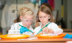 «Мир Исследователей Henkel» открывает набор: уроки для детей об удивительной природе науки