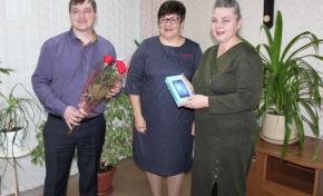 Алтайской пенсионерке подарили смартфон за победу в конкурсе «Спасибо интернету»