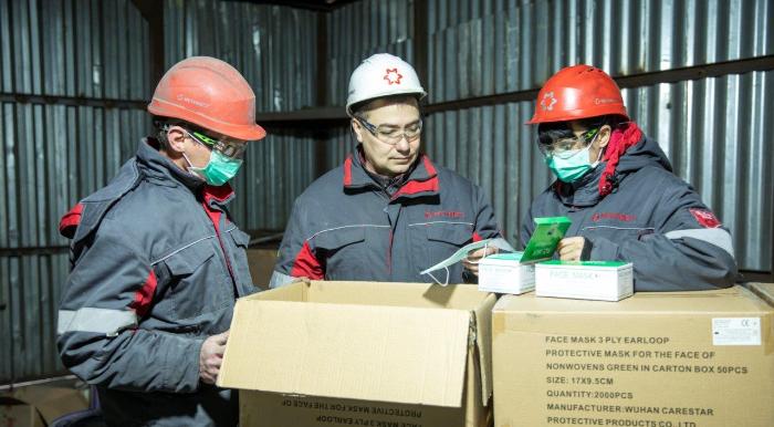 В Мариуполе Метинвест выдает работникам маски и перчатки по мере поступления средств защиты на предприятия