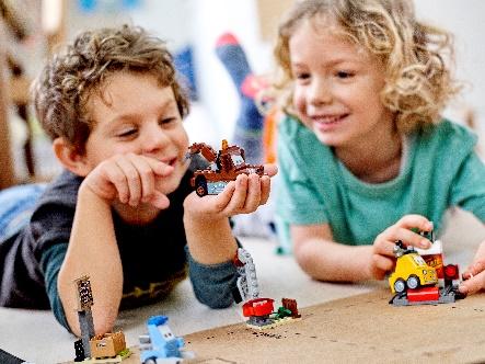 Компания LEGO окажет благотворительную помощь 2000 российских детей и научит их проводить время с пользой дома